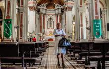 En la iglesia San José, los jesuitas solo celebran una misa a la semana todos los domingo a las 9 a.m. desde hace tres años. A esta suelen asistir entre 80 y 100 personas que llegan a la parroquia, por tradición, aunque no vivan cerca.