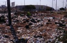 Uno de los botaderos de basuras a cielo abierto, localizado junto al puente de la Circunvalar con carrera 38.
