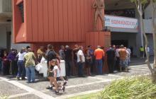 Rubén Blades encabeza primeras personas que se despiden de Cheo Feliciano