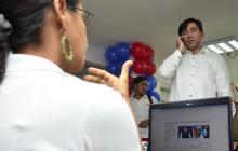 Martha y el ministro Diego Molano conversaron mediante un software para sordos.