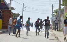 Disturbios en operativo de desalojo en Pasacaballos, Bolívar, deja 18 heridos