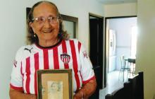 Carmen Mejía Lavalle, con una imagen de Micaela.