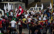 Miles de opositores y chavistas marchan en Caracas