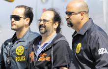 Rodrigo Tovar Pupo, alias Jorge 40, cuando era llevado a Estados Unidos, en 2008.