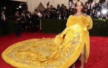 Rihanna reina en la alfombra roja de la Gala del Met 2015