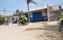 El homicidio ocurrió en esta esquina de Las Flores, a las afueras de la tienda El Puerto.
