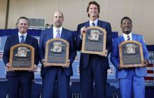 Craig Biggio, John Smoltz, Randy Johnson y Pedro Martínez, durante la ceremonia, ayer, en Nueva York.