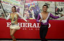 La pareja de bailarines que promociona el I Concurso de Salsa visitó EL HERALDO.