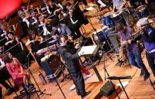 La Orquesta Filarmónica de Bogotá se destaca por sus fusiones con música colombiana.