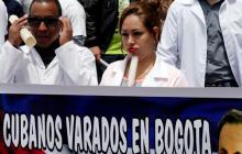 Médicos cubanos reclaman en Bogotá visado a EE.UU. tras desertar en Venezuela
