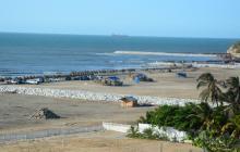 Vista panorámica de los espolones y las playas del Country.