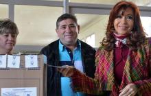 La presidenta argentina, Cristina Fernández, mientras ejercía su derecho al voto.