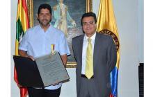 Asiesca condecora al alcalde de Cartagena, Dionisio Vélez