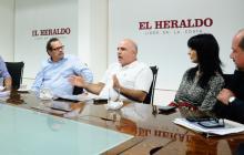Javier Díaz, Marco Schwartz, Christian Daes, Elaine Abuchaibe y  Joaquín Fernández, en la visita a EL HERALDO.