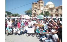 Dueños de vehículos de servicio escolar protestan contra decreto 348