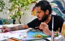 Kevin, de 26 años, maneja las técnicas del grafiti, 'collage', acuarela, entre otras.