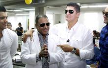 Wilfrido Vargas y Eddy Herrera cantaron juntos 'Tú me tienes mal', entre aplausos del público en el periódico.
