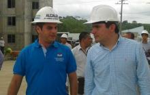 Ministro de Vivienda, Ciudad y Territorio, Luis Felipe Henao Cardona en compañía del nuevo viceministro de Agua, Carlos Eduardo Correa Escaf.
