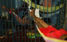 Un grupo de reclusos durmiendo en la cárcel de Riohacha, La Guajira.
