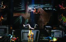 El Cirque Éloize, de Canadá, durante una de sus presentaciones.