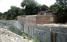"Construcciones ""ilegales"" sobre canal del arroyo 'Don Juan'"