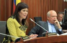 La ministra de Transporte, Natalia Abello, y el director de Cormagdalena.
