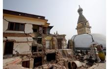 Estado en el que continúa la estupa Swayambhunath, declarada Patrimonio de la Humanidad por la Unesco, un año después del terremoto que acabó con la vida de 9.000 personas, en Katmandú Nepal.