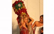 La barranquillera Shakira con el turbante característico del Carnaval.