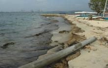 El derramamiento de una sustancia aceitosa provocado por el buque carguero CNP Paita contaminó gran parte de La bahía de Cartagena.