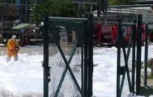 Bomberos controlaron la emergencia con espuma.
