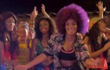 Escena del videoclip de 'Rumbera' que está disponible en la plataforma de YouTube.