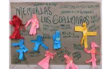 Con carteles recuerdan a las víctimas de la masacre de Los Guáimaros.