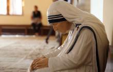 La madre Teresa de Calcuta, ahora Santa, dedicó su vida al servicio de los más necesitados.
