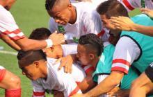 Los jugadores del equipo atlanticense celebrando el primer gol de José Torres.