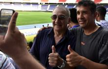 Algunos aficionados se tomaron fotos con Miguel Ángel 'El Zurdo' López.