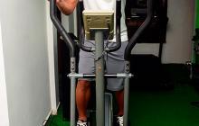 Michael Barrios se pone en forma en el gimnasio.
