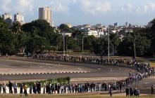 Largas filas, caras de tristeza y emoción en el tributo a Fidel