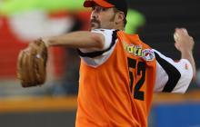 Equipos venezolanos de béisbol dejarán de regalar pelotas a fanáticos por la crisis