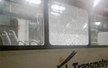 Así quedo el bus de Transmetro luego de los ataques.