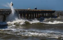 Por fuertes brisas, 83 personas han sido rescatadas en las playas