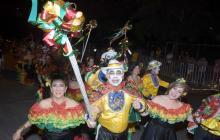 Desfile de Garabato de Emiliano se engalanó con más de 500 parejas