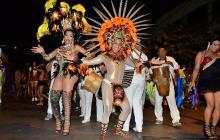 La Guacherna Gay desfiló entre tambores y destellos de colores