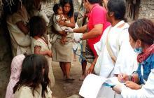 El personal médico que se desplazó desde Valledupar atiende a niños y adultos kogui.