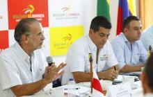 Eduardo Verano, Dumek Turbay y Edwin Besaile, en la reunión de ayer.
