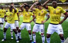 Pablo Armero (17), Juan Guillermo Cuadrado (11), James Rodríguez (10) y Yerry Mina (13) celebran el tanto del triunfo sobre Bolivia.