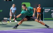 El suizo Roger Federer devuelve una bola al checo Tomás Berdych en el juego de cuartos de final.