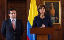 El embajador en Venezuela, Ricardo Lozano, y la canciller María Ángela Holguín, cuando entregaban las declaraciones este viernes.