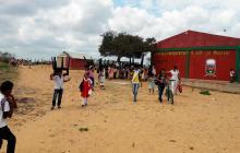 En la Institución Etnoeducativa No.15 sede La Vanesa ubicada en la periferia de la capital guajira ladrones se llevaron 60 pupitres, afectando a los alumnos, en su mayoría pertenecientes a la etnia wayuu.