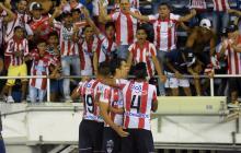 Sebastián Hernández celebra su gol ante Cortuluá junto a Murillo y Alexis Pérez.