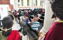Zenúes piden intervención de la Iglesia en caso Manexka